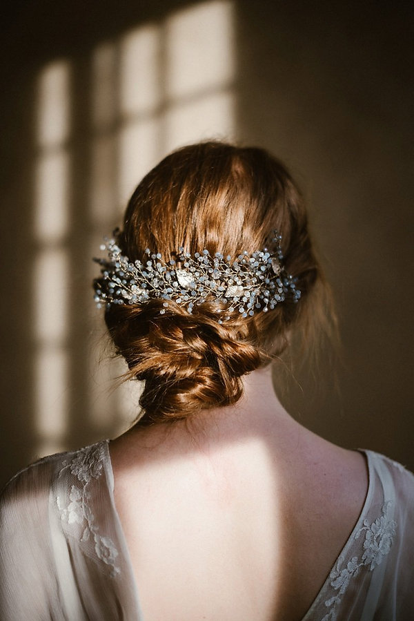Accessori capelli sposa made in Italy. Bridal headpiece. Wedding hair accessories . Flower comb made with pearls crystals and leaves by Guinevere Vines. bridal headpiece with flowers