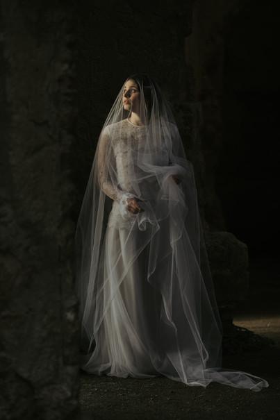 Callisto hair comb with silk tulle veil