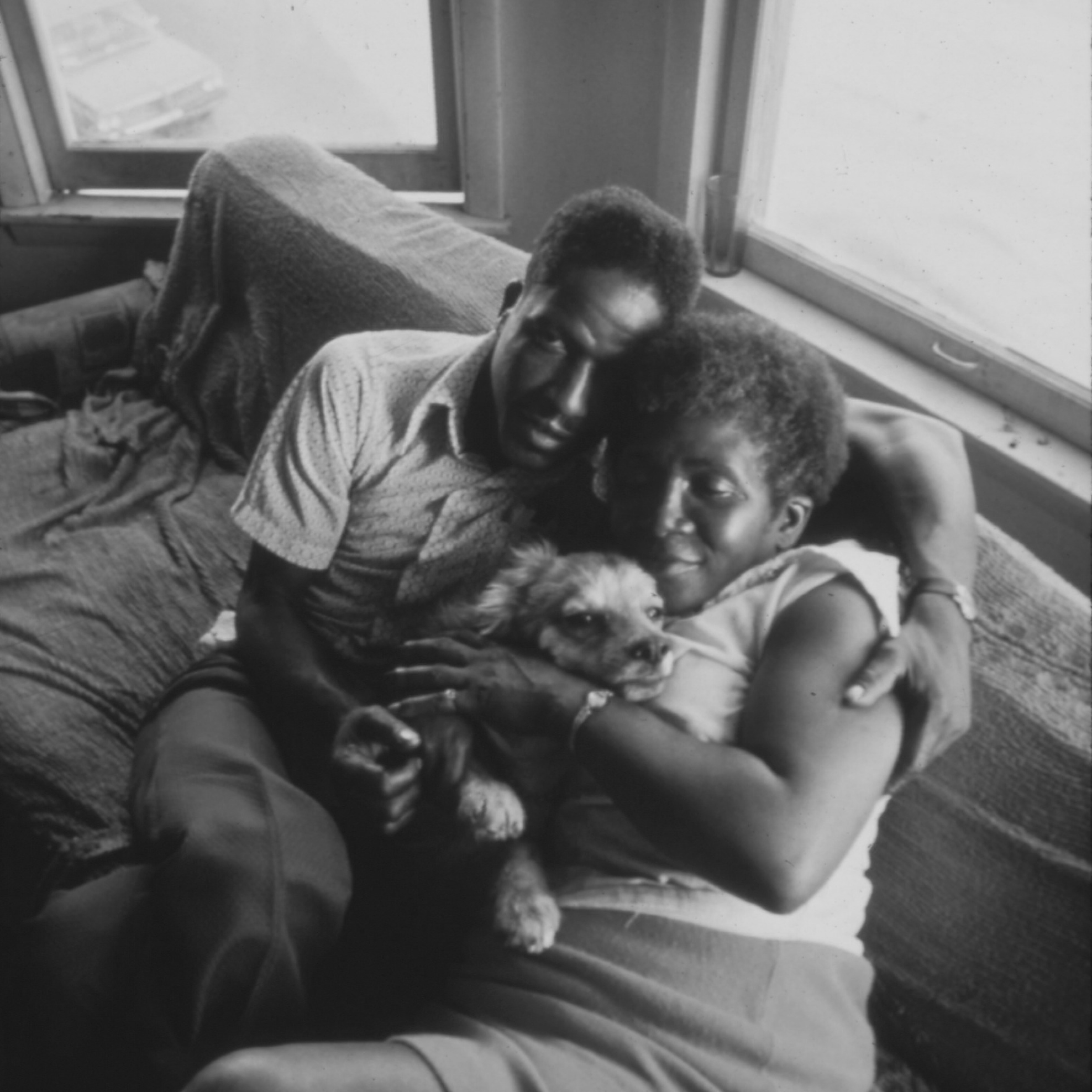 BLACK_COUPLE_AND_THEIR_DOG_IN_THEIR_APARTMENT_IN_SOUTH_SIDE_CHICAGO._FROM_1960_TO_1970_THE_PERCENTAG