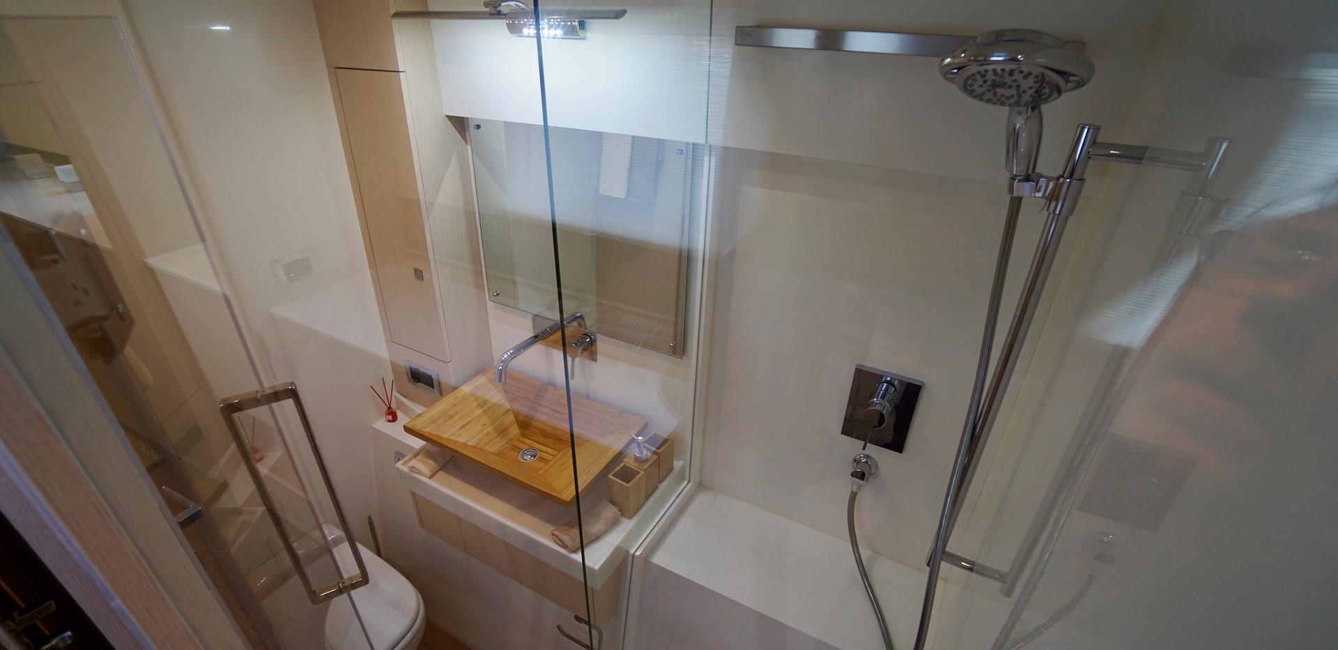 SILENT55_GuestcabinB_Bathroom.jpg