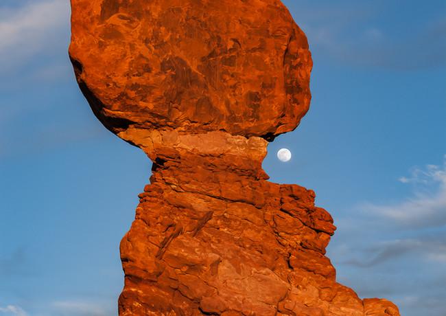 Balanced Rock Moonrise