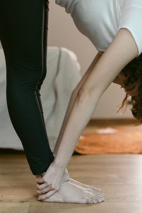 crop-woman-doing-yoga-at-home-4132365.jp