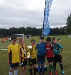 BUSY UNDER 9S WIN BELLE BLACK CUP TOO