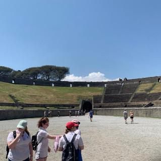 Amphitheatre Pompeii_.jpg