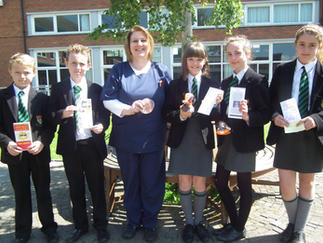 The school nurse judges the Year 8 SunSmart competition.