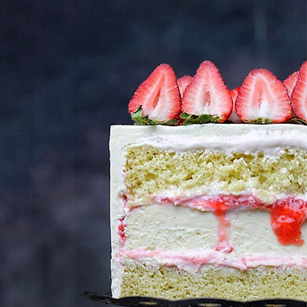 Beautiful strawberry cake 🍰 with strawb