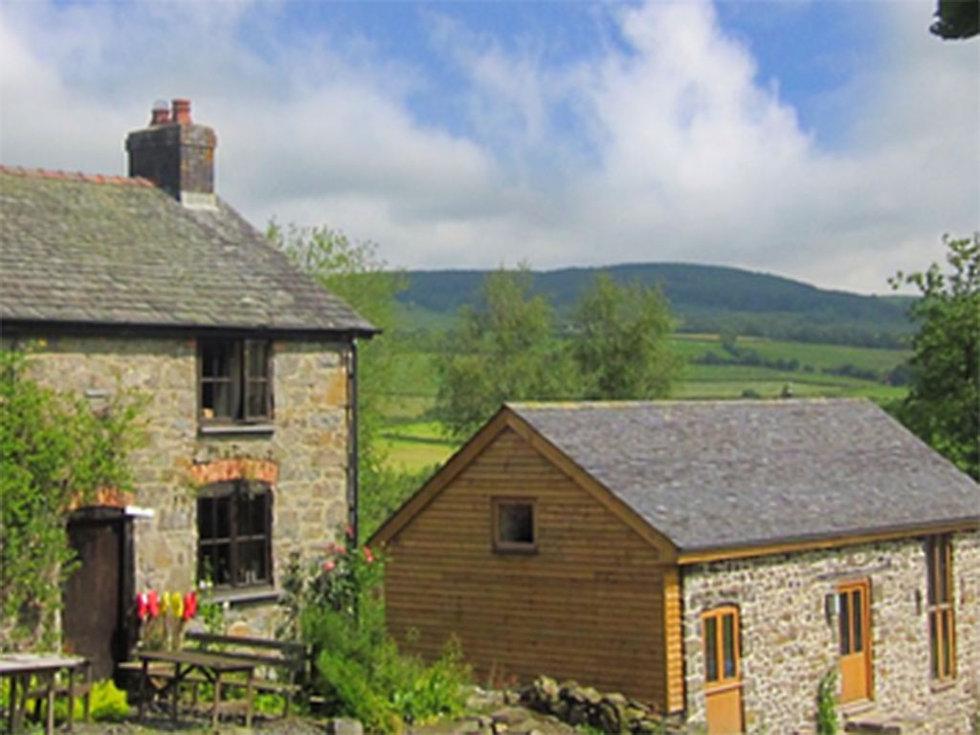 Farmhouse retreat location in hills