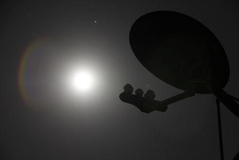 satellite-86706_1920.jpg