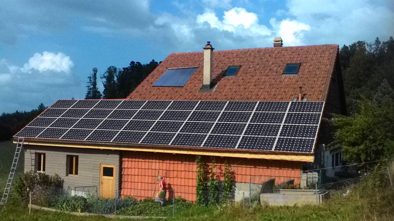 Installation des panneaux solaires. Photomontage. existant