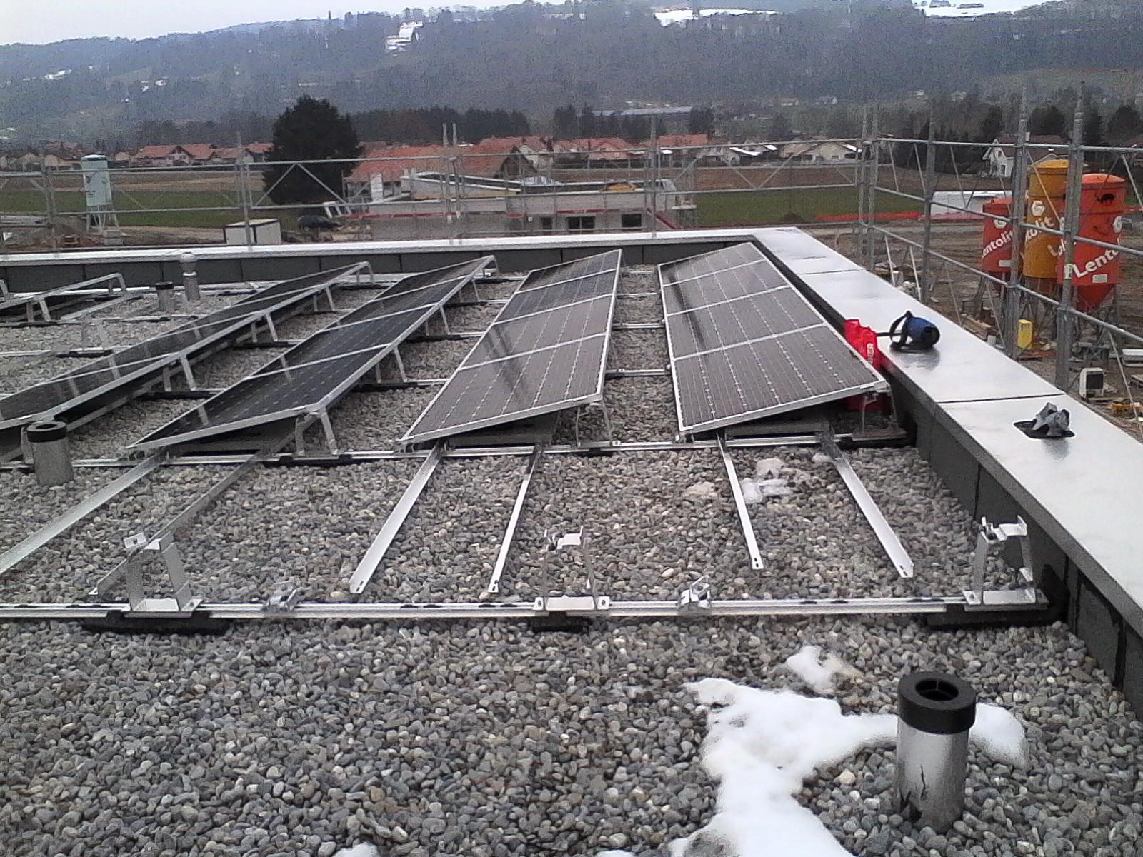 Installation des panneaux solaires. Plans d'installation. dossier Swissgrid. nouvelle construction