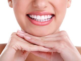 A Busca Por Lentes de Contato Dental Supera Busca Por Silicone