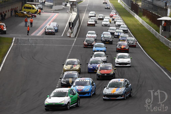 Deense drieslag tijdens Super Racing Weekend