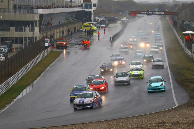 Raceverslag van een natte Paasraces op Circuit Zandvoort