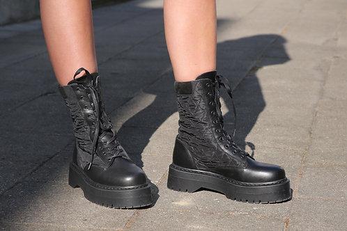 Yasmontro Boots Black