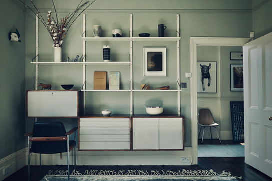 Living room interior in Hardwick White. Poul Cadovius shelving system.