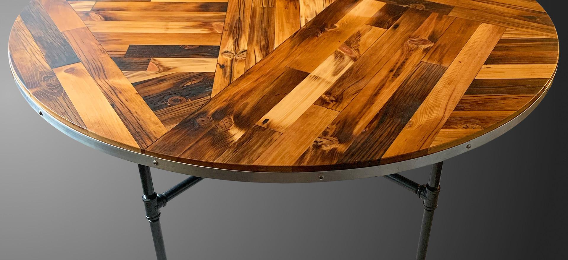Round Scissor Tail Table