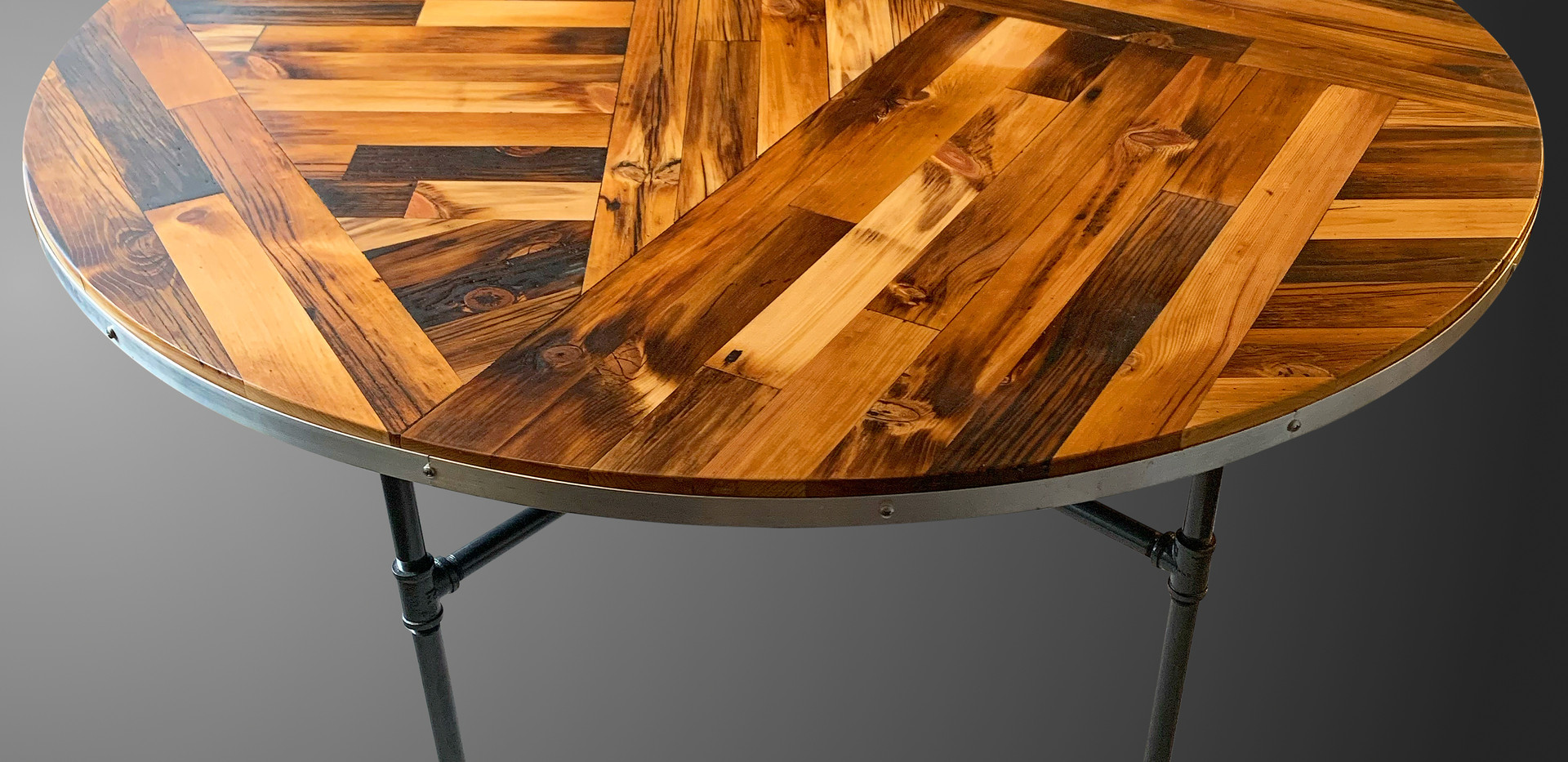 Scissor Tail Round Table