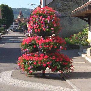 Installation mobilier urbain fleuris à Lyon et en Auvergne-Rhône-Alpes