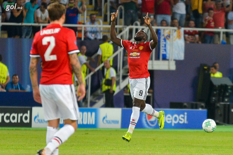 Lukaku celebrates the first goal for Man Utd at 62' of the match