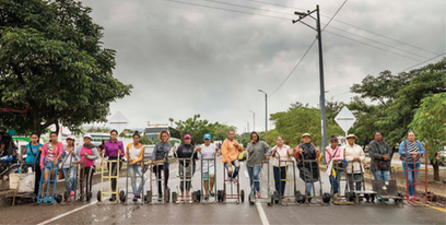 Carretillas Sobre el Puente Internacional Simon Bolivar, 2017