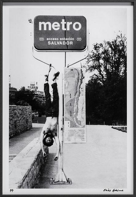A Chile, intervención corporal de un espacio público
