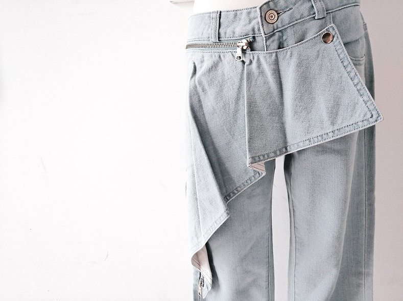 Washed ruffle jeans