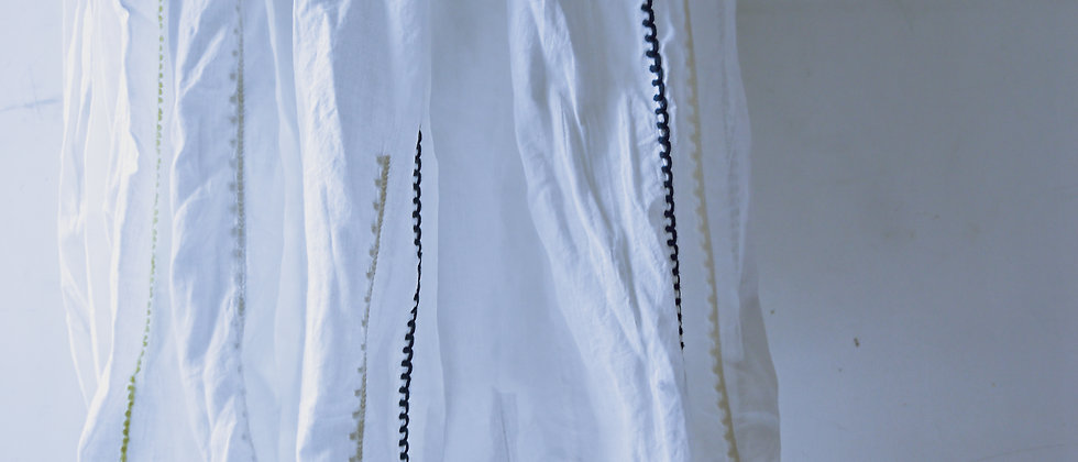 白色繡花飾邊半身長裙