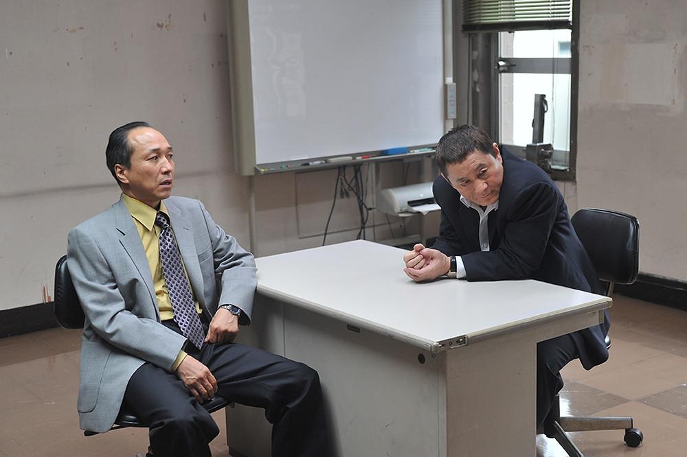 Detective Kataoka y Otomo.