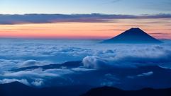 yamanashi-View_of_Mt._Fuji_at_dawn_from_