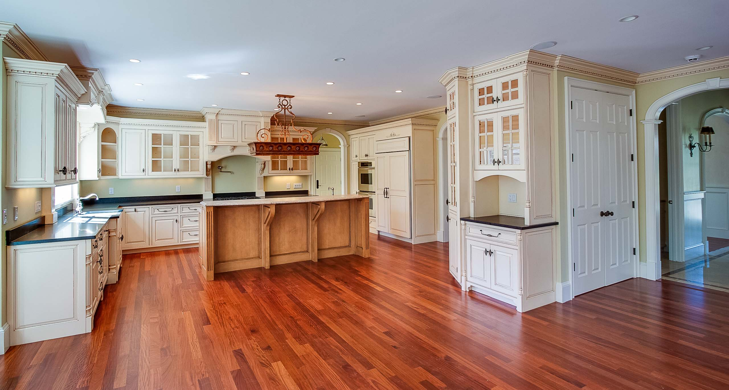 Wellesley colonial kitchen hardwood
