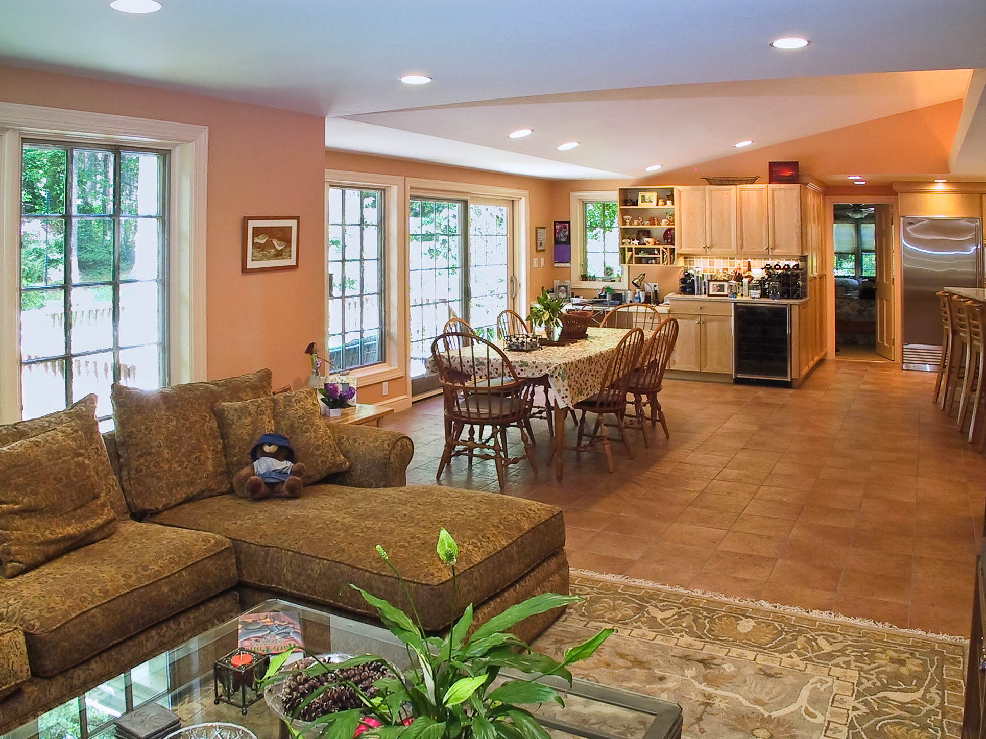 Family room to the Kitchen