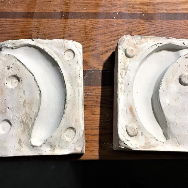 Mold of banana plates