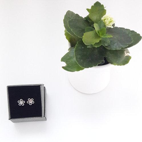 Little Flower Earrings / Aretes Pequeña Flor