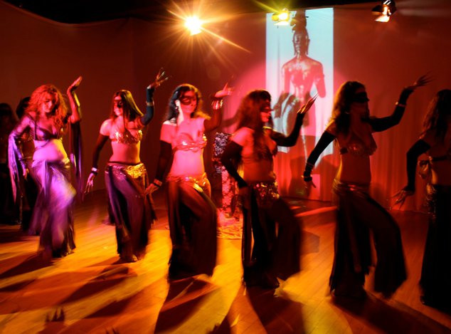 Belly dance online classes privates choreography performer entertainment