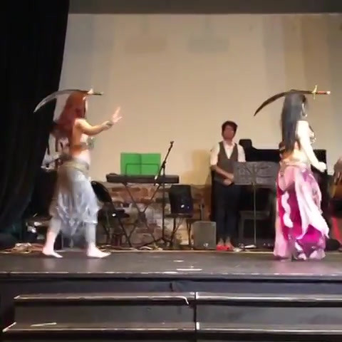 Fun ! Duo sword performance with the tal