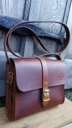 Medium chestnut bag