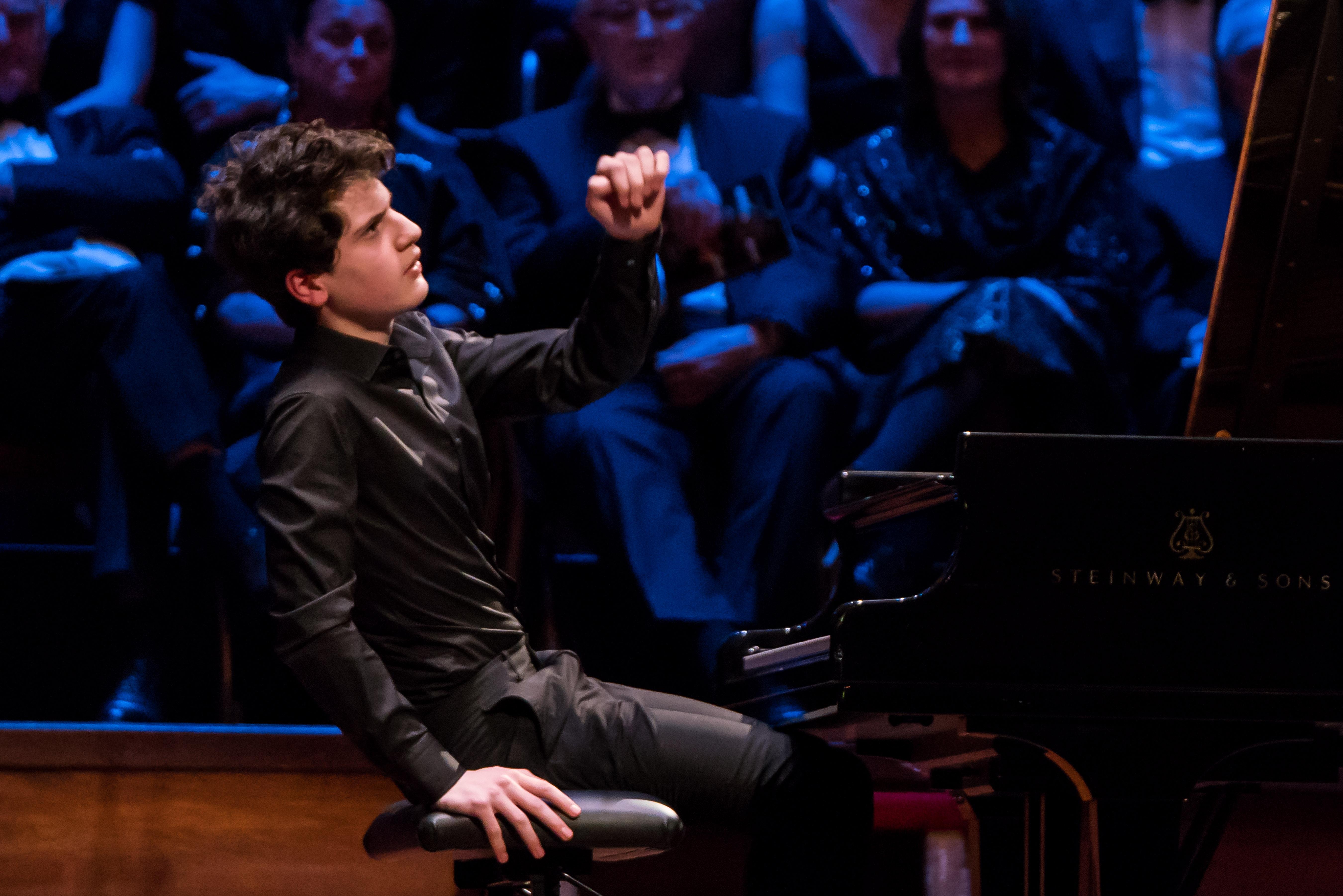 Aidan Mikdad piano_credit Ronald Knapp