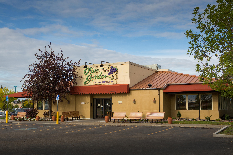 Exterior of Olive Garden Restaurant