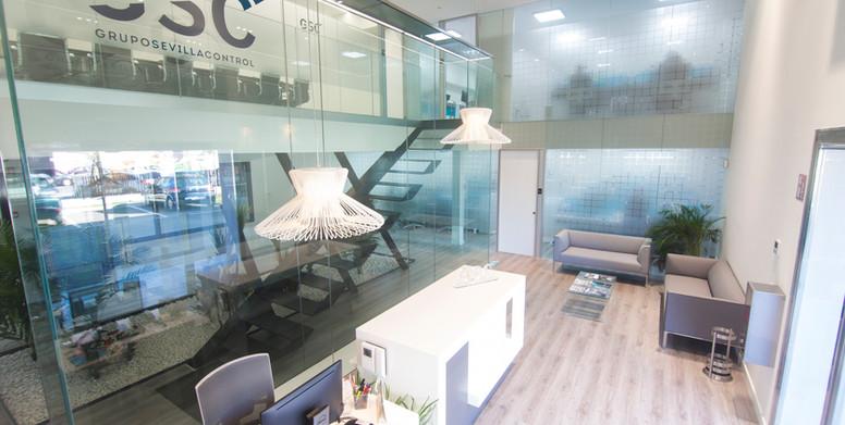 Nave industrial con oficinas para fabricación de piezas aeronauticas