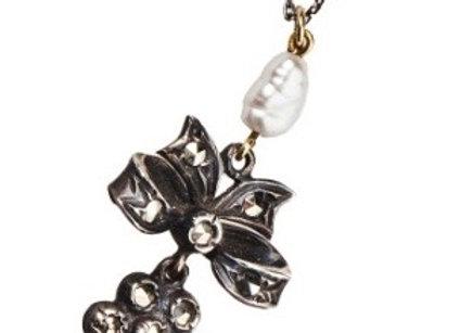 Naszyjnik z diamentami i barokową perłą