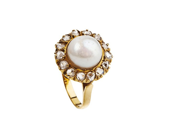 Pierścionek z perłą i diamentami