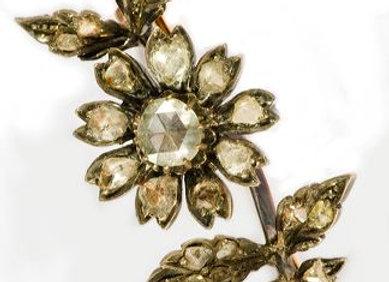 Broszka z różami diamentowymi