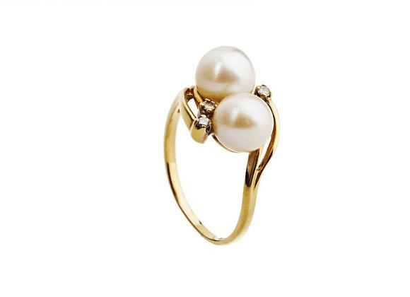 Pierścionek z perłami i brylantami