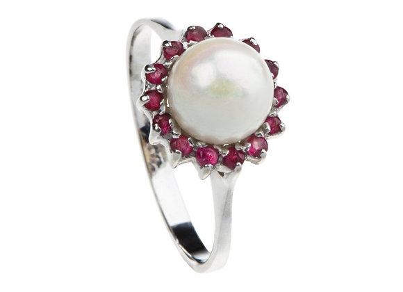 Pierścionek z perłą i rubinami