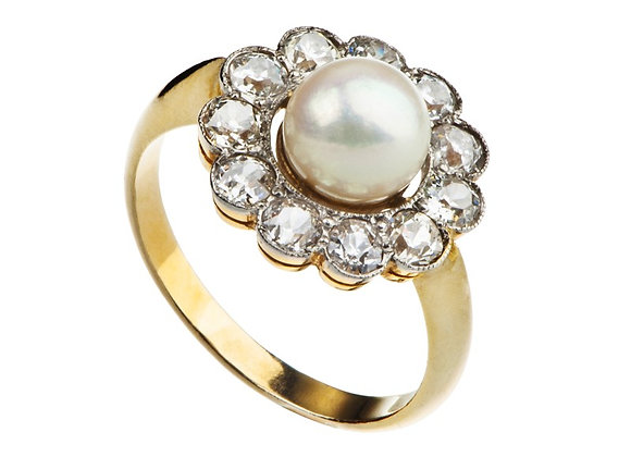 Pierścionek z perłą i brylantami