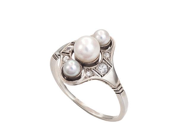 Pierścionek z perłami i diamentami