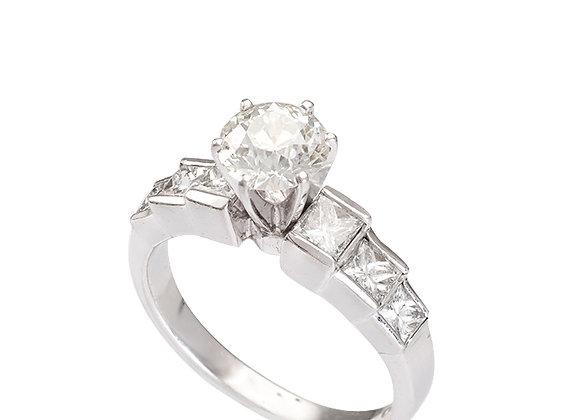 Pierścionek z brylantem i diamentami