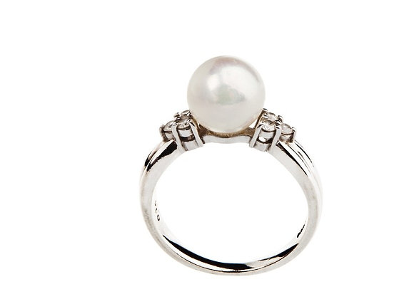 Pierścionek z brylantami i perłą