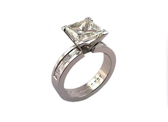 Pierścionek w platynie z diamentem i diamentami w szynie