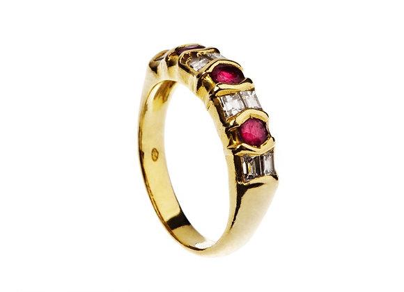 Pierścionek z rubinami i diamentami